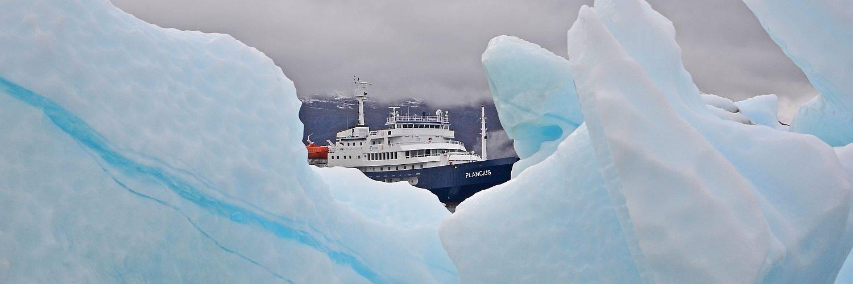 Expeditionsschiff PLANCIUS bei einer Spitzbergen Reise