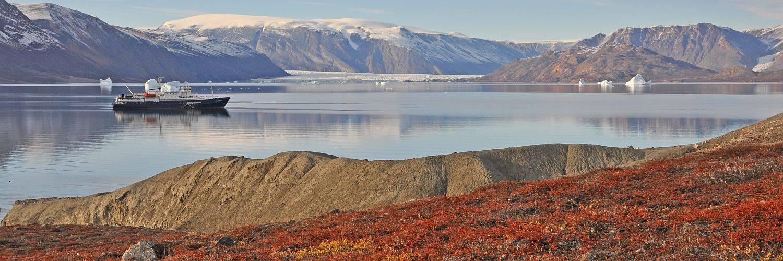 Spitzbergen und Grönland Reise - die PLANCIUS im Scoresby Sund