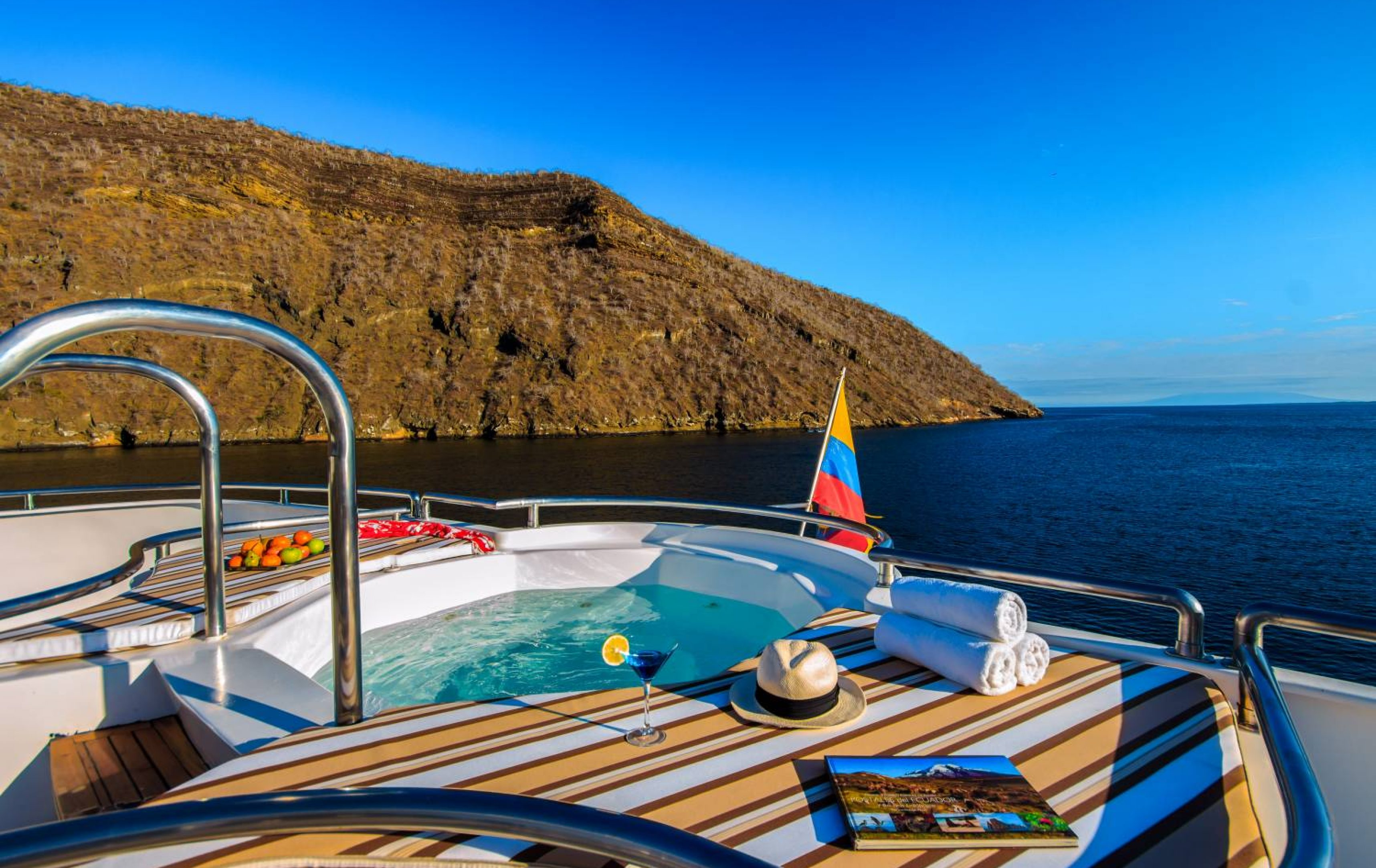 Treasure_of_Galapagos-2017-Sun_deck_Jacuzzi-ATC