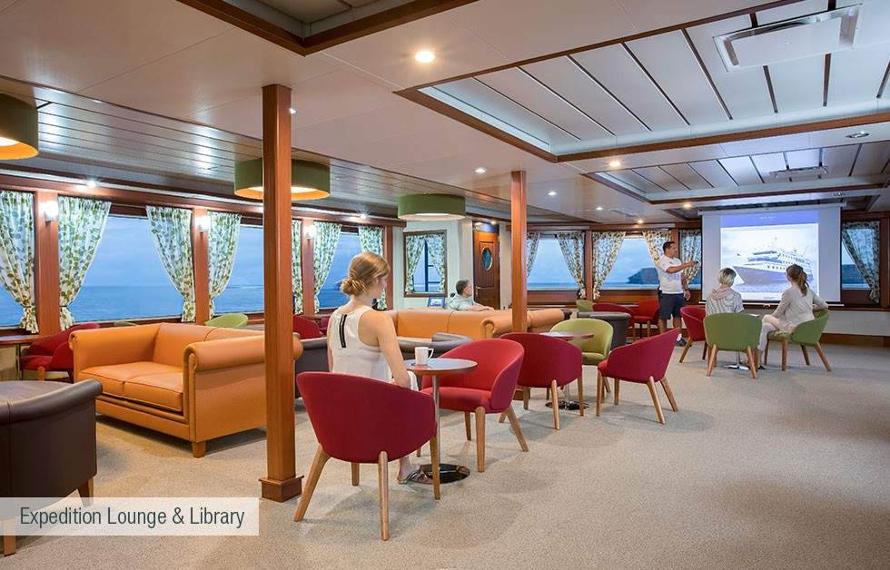 galapagos-santa-cruz-expedition-lounge-and-lLibrary
