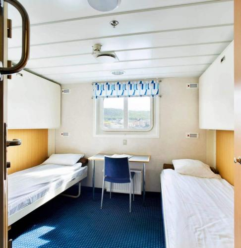 Doppelkabine mit unten stehenden Betten