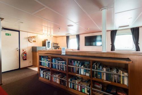 Observation Lounge und Bibliothek